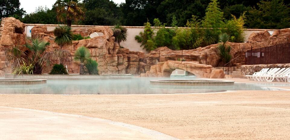 rocher cascade avec piscine